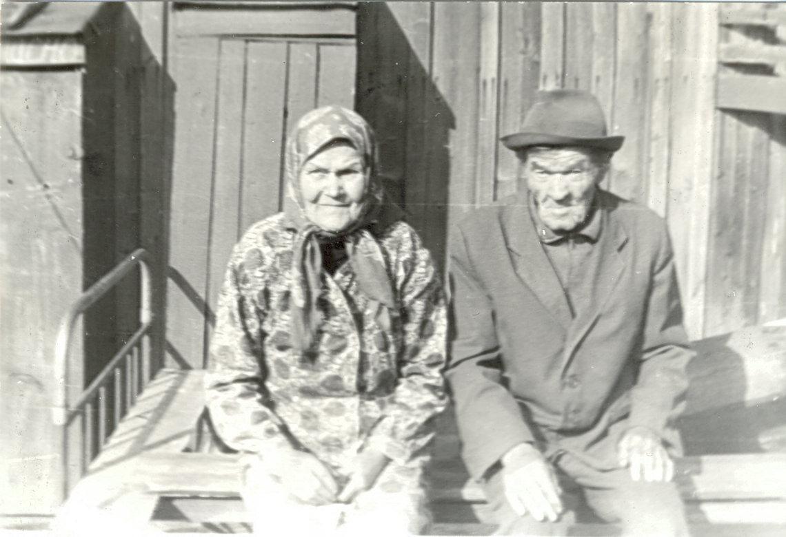 1. Встретить во сне Ваших бабушку и дедушку и беседовать с ними