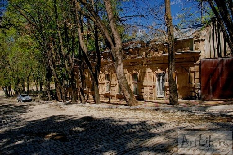 podsmatrivayushiy-v-banyu-cherez-okno