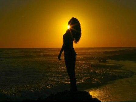 фото девушек со спины на закате