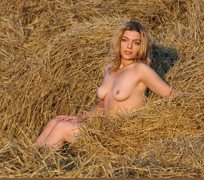 Деваха обесцветила все снимки своего обнаженного тела