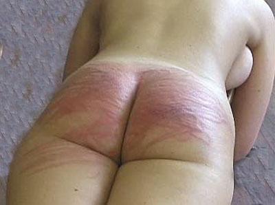 Порно фото фото лежит и приподняла попку