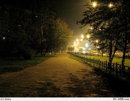 На улице горели фонари прозрачный
