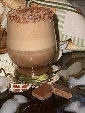 ...алкогольный коктейль.Я большая поклонница шоколада,так вот и решила...