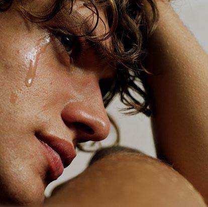 Что о видении, где кто-то плачет, ещё расскажет нам сонник?