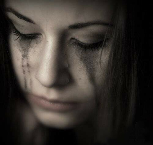 Картинки плачет девушка про жизнь