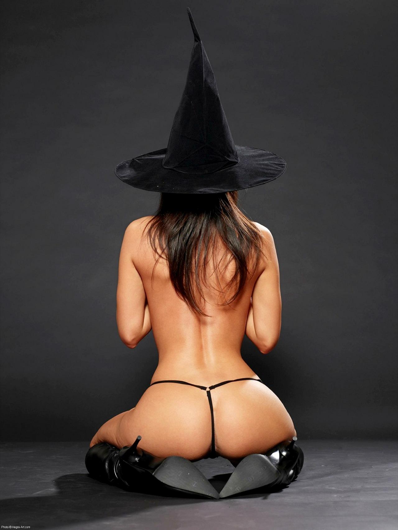 Фото голая ведьма бесплатно 13 фотография