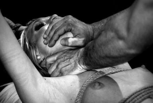 Удушение вовремя секса