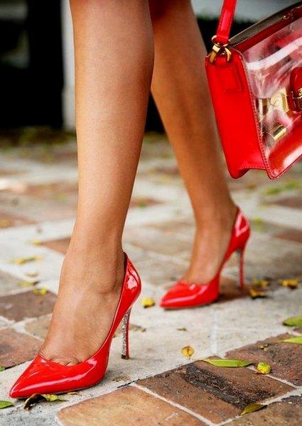 Целовать туфельки на женских ножках, берлин публика порно