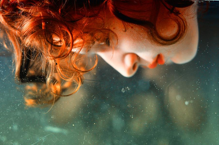 совершенно рыжая девчонка истекает от страсти художник