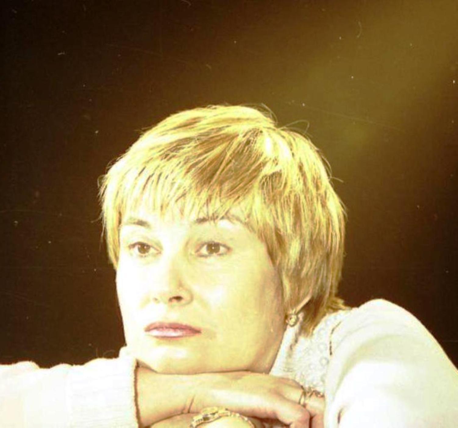 Анастасия Цветаева В Купальнике – Зови Меня Джинн (2005)