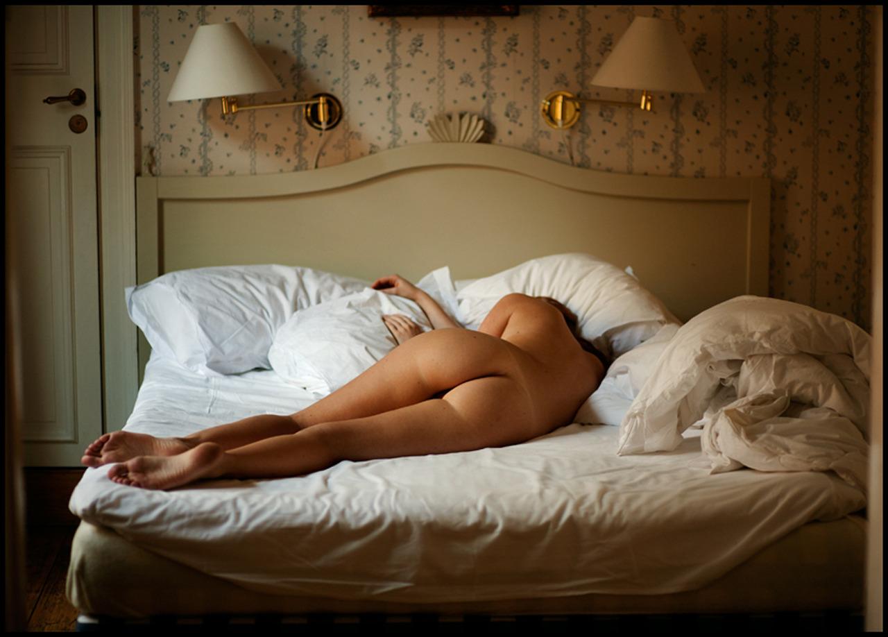 seks-spat-odeyalom