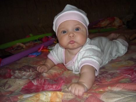 дети 4 месяца фото девочки