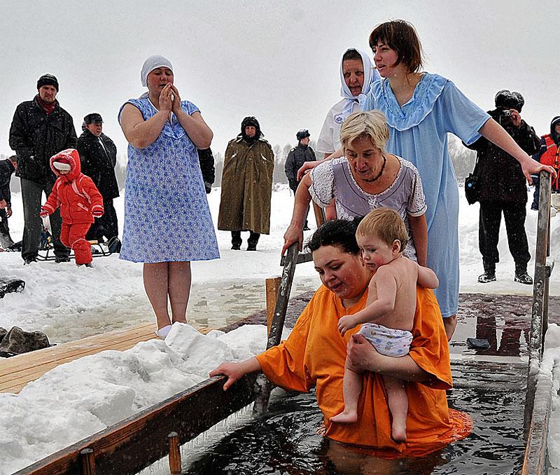В православные праздники можно купаться в