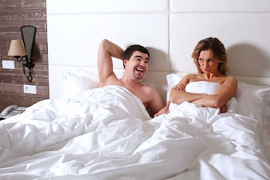 Статный Любовник Овладел Соседкой Посреди Кровати