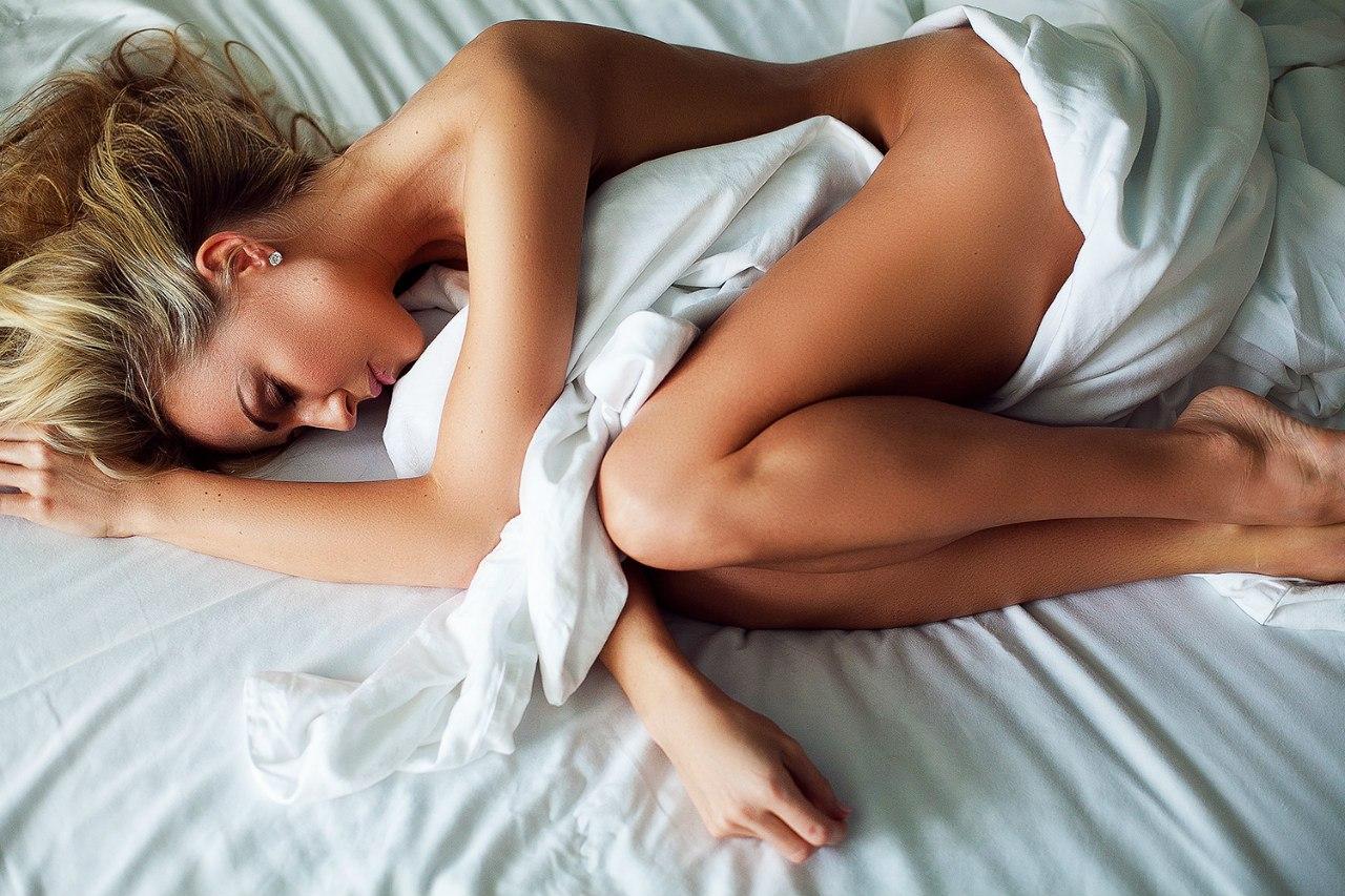 Обнаженное Тело Сон